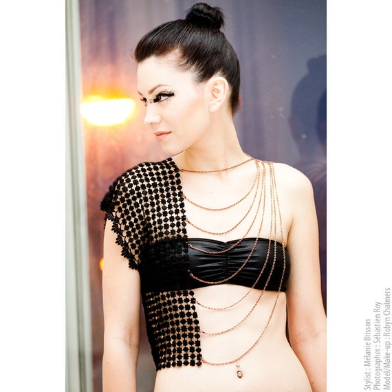 Body harness jewelry - HALF-T - Black lace with your choice of chains