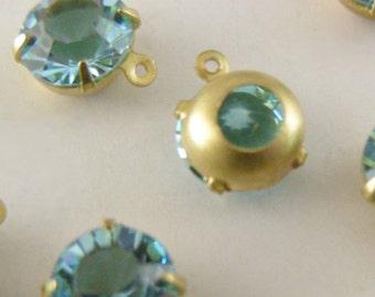 VINTAGE SWAROVSKI RHINESTONE Aquamarine Blue Round Drops 7mm - 4 pcs
