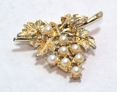 Vintage Bunch of Pearls Gold Brooch Pin