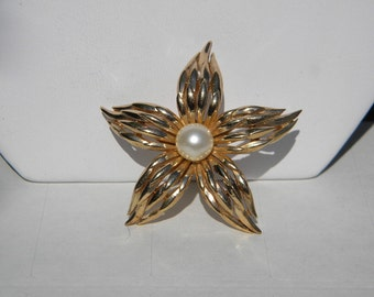 Vintage Crown Trifari Goldtone Flower Pin with Faux Pearl