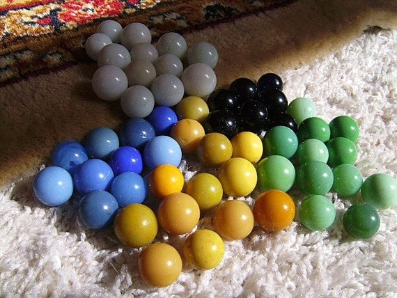 Solid Color Marbles : A smattering of vintage solid colored marbles