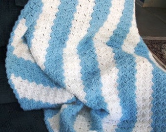 Baby Afghan crochet in blue and white