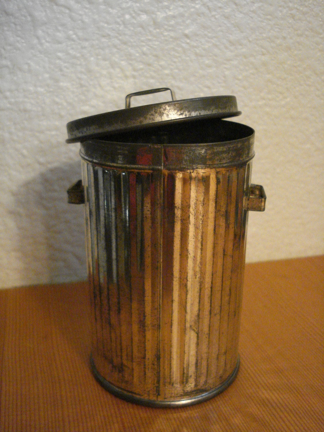 Vintage Metal Tin Trash Can Garbage Can With Lid