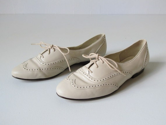 Brogue Shoes  / Oxford Shoes /  Alabaster / Size 7