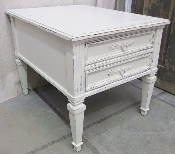 Shabby White Vintage Nightstand / End Table - Chic NS1204