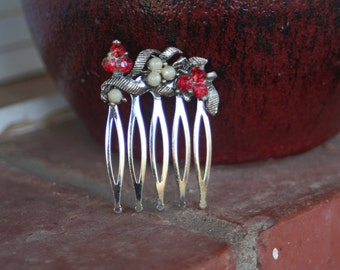 H131 RED Siam Flower Pearl Upcycled Vintage Hair Comb