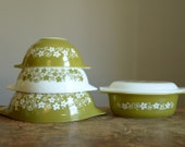 Vintage Pyrex Crazy Daisy 5 Pc Set .. Cinderella Mixing Bowls and Casserole Dish with Lid