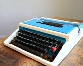 Vintage 1960s Two Tone Underwood 315 Manual Typewriter