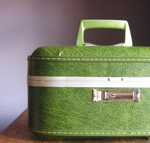 Vintage Trojan Train Case .. Avocado Green