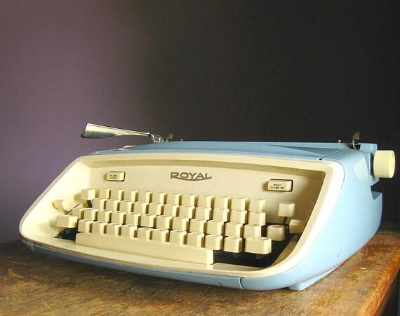 Vintage 1960s Royal Aristocrat Manual Typewriter
