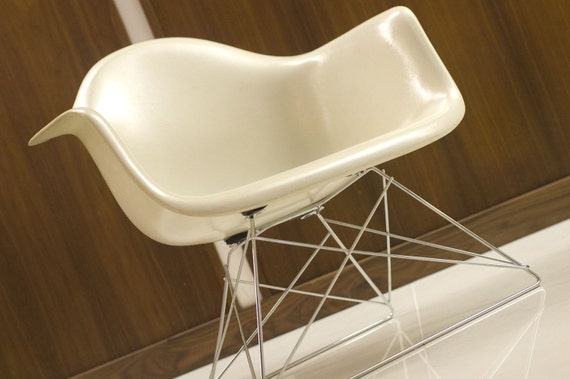 RESERVED .. Vintage Herman Miller Eames Shell Armchair DAX .. Off-White