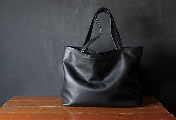 the HOMESTEADER tote. black eco leather.