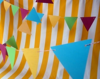 Photo Booth Prop. Photo Backdrop. Photobooth. Bakers Twine Circus Photobooth Garland, Bunting