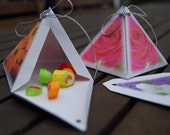Favor gift boxes Pyramid with flower photos - handmade packaging x 4