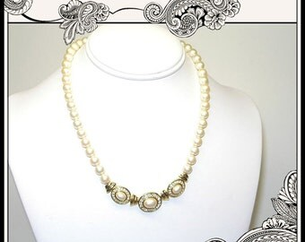 REDUCED Vintage Trifari Simulated Pearl and Rhinestones Necklace in Goldtone - Bridal Jewelry