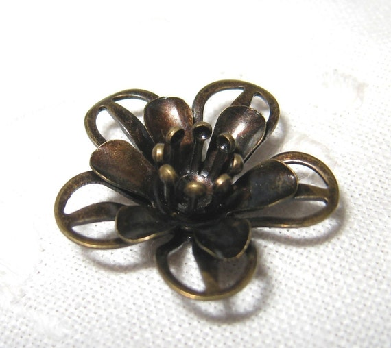 4 pcs - Vintage brass filigree flower bead / cap  (Cap025)