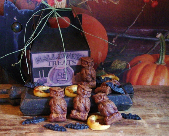 Halloween Beeswax Moons Bats Owls Primitive Scented Tarts Melts Bowl Fillers Halloween Treats Gift Box Choose Your Scent