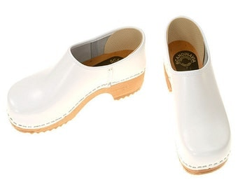 Closed Clog white