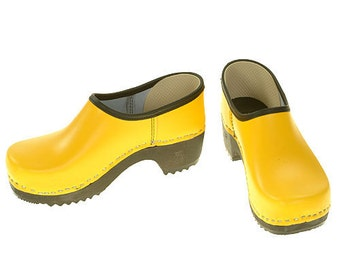 Closed Clog yellow