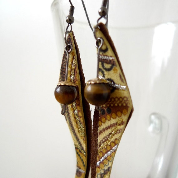 Rustic Faery - dangle earrings with print leather and tiger eye
