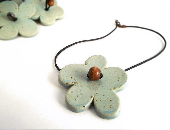 Flower stoneware Necklace from Italy