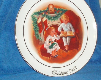 Beautiful Vintage 1983 Christmas Plate by Avon (Item 12)