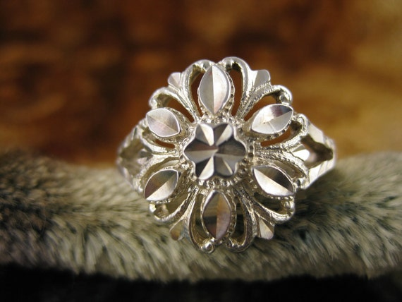Ring - Size 8 1/2 - Sterling Silver - Beverly Hills - Floral Silver Ring - Etched Sterling Ring - Signed Stamped 925
