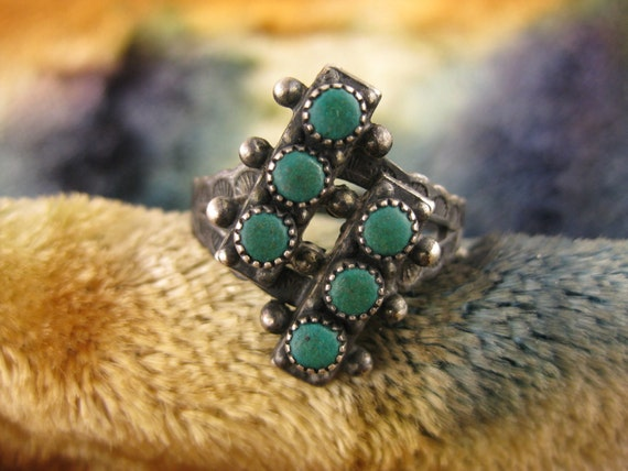 Ring - Size 8 1/4 - Sterling Silver -  Zuni - Green Turquoise - Native American - Diamond Shape Ring - Signed Stamped