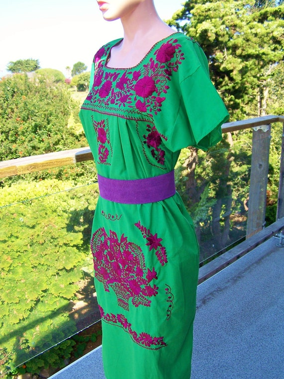 Mexico Embroidered Trapeze Pleasant Peasant Dress in Green is Good size L