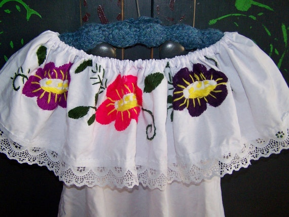 Child Mexican Blouse Embroidered Flowers & Lace sz 5, 6, 7 ish