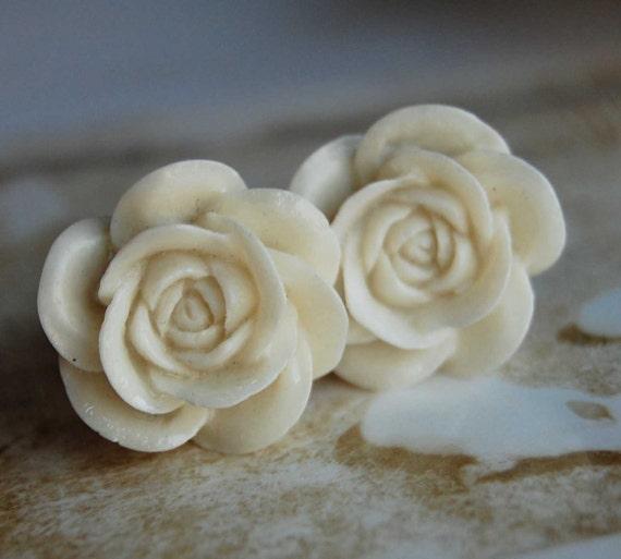 0g (8mm) Vanilla Latte Flower Plugs for Gauged Ears