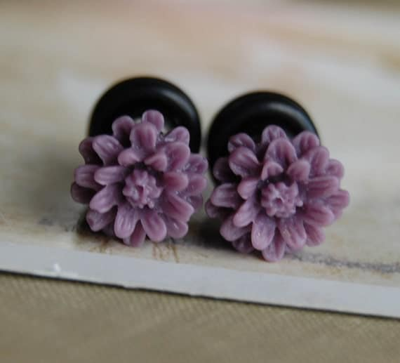 2g (6mm) Purple Daisy Flower Plugs- for stretched ears