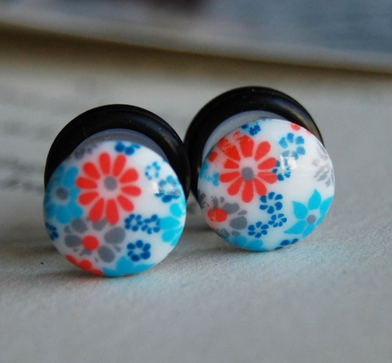 00g (10mm) Retro Floral Cameo Plugs- for stretched ears