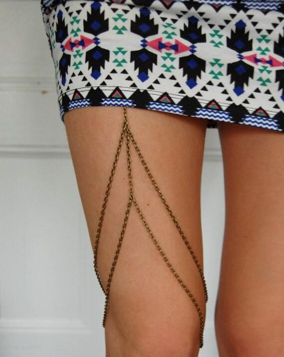 Chain Garter- antique brass color. Leg chain