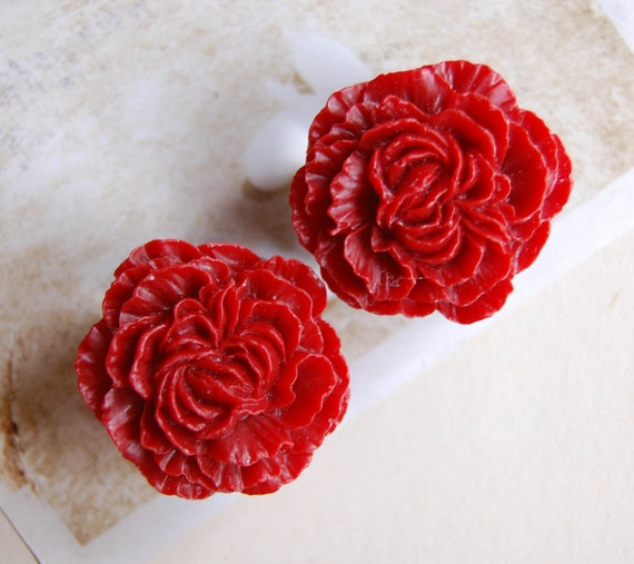1 inch (25mm) Cherry Red Flower Plugs for stretched ears.