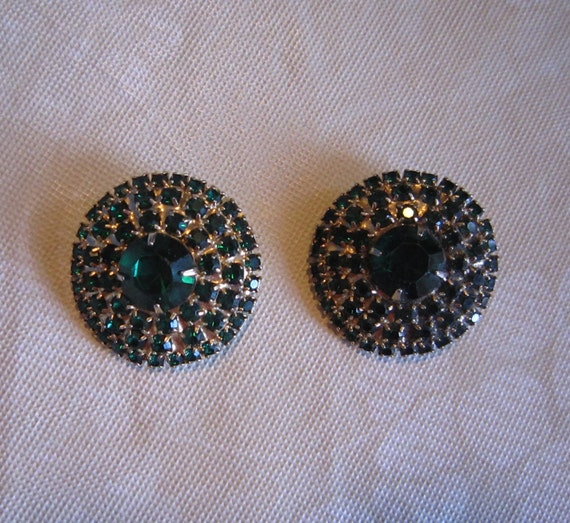 SALE Vintage green glass rhinestone clip earrings in as new condition