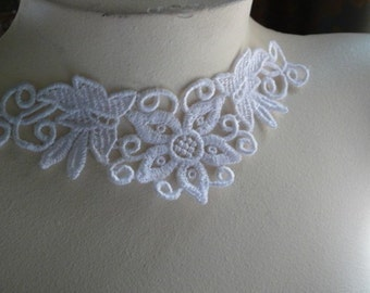 3  Lace Appliques in White Venise Lace for Necklaces, Jewelry, Bridal, Costume Design SWA 455