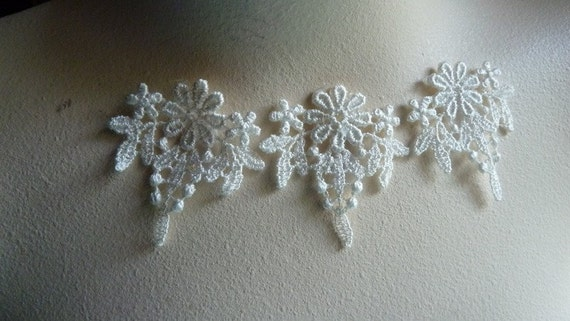 5 Flower Appliques in IVORY  Venice Lace for Bridal, Jewelry Supply, Costume Design, Scrapbooking