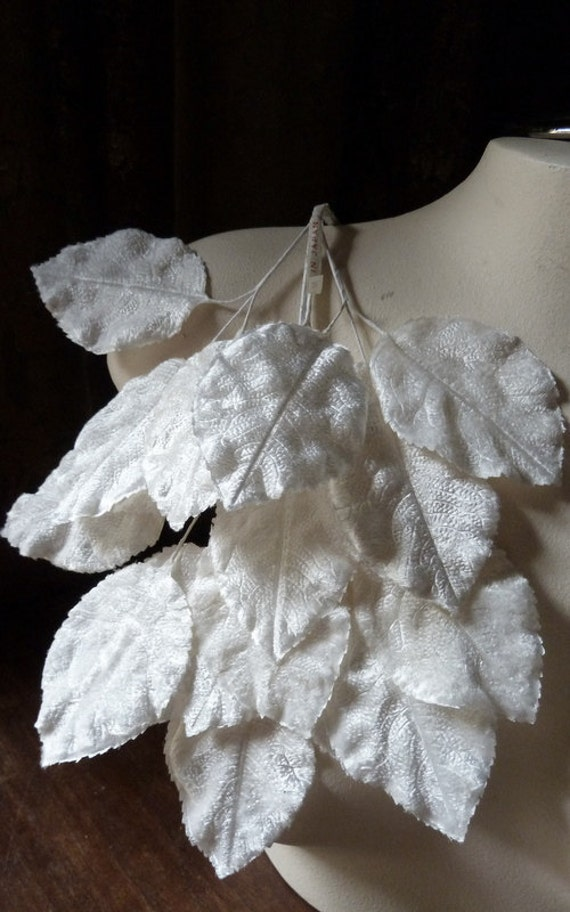SALE 18 IVORY Leaves Large Vintage Leaves Velvet Japanese for Bridal, Boutonnieres, Millinery, Costume Design ML 71