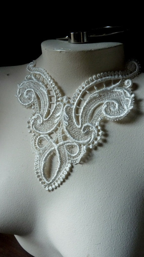 SALE Lace Applique in Ivory for Bridal, Jewelry Design IA 203