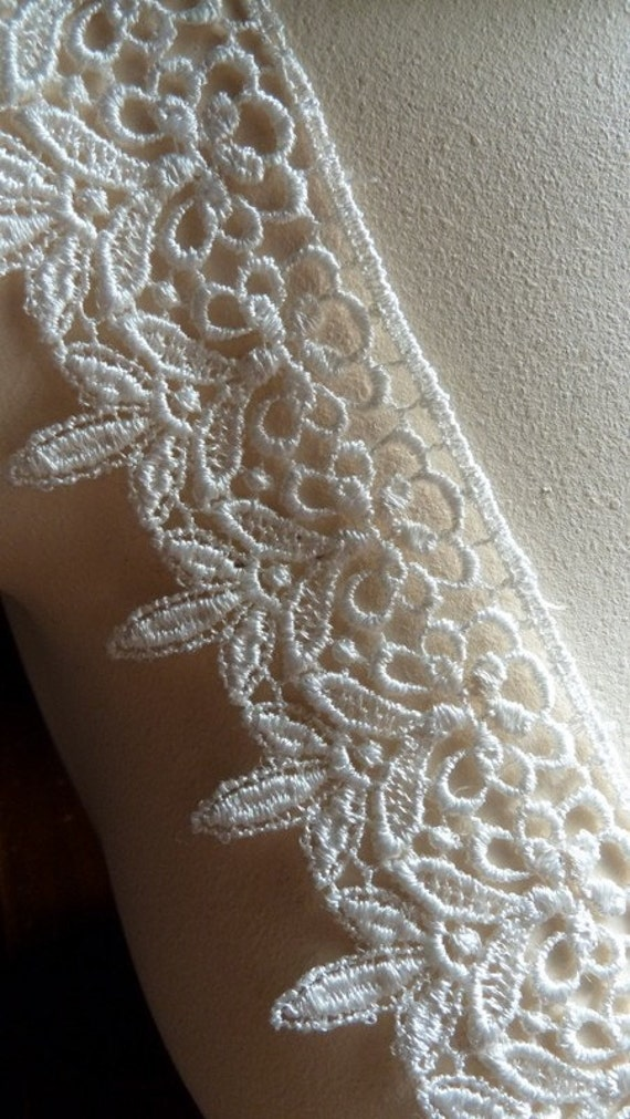 Ivory Lace remnants Venice Style for Bridal, Cakes, Votive Wrapping, Altered Couture, Costume or Jewelry Design, L 2036