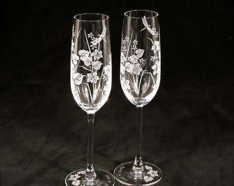 2 Beach Wedding Champagne Flutes, Engraved Crystal, Tropical Flowers and Dragonfly, Gift for Couple
