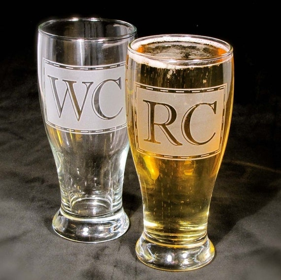 4 Beer Glasses, Monogrammed Pint Glasses, Etched Glass Personalized Presents for Men, Wedding Party