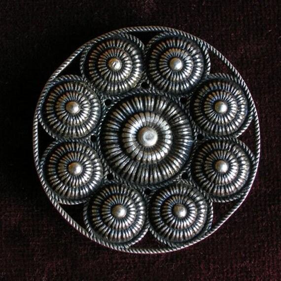 Filigree round brooch