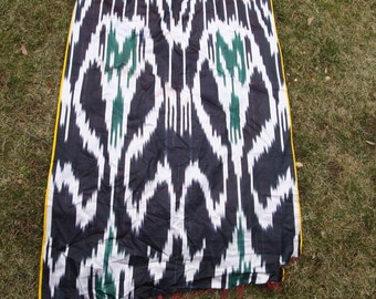 REAL Uzbek SILK Ikat Fabric, Woven Warp Dyed Collectible Textile, 1960s.Central Asia, 4.3 yards, 25.5 inch Wide, MINT, Black White Green
