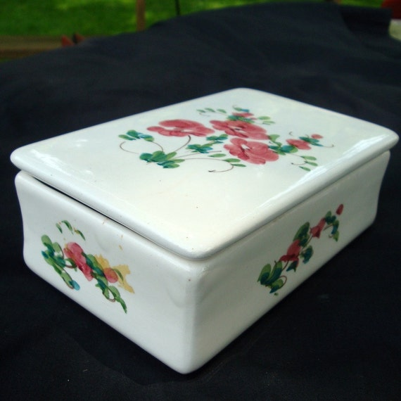 Painted Porcelain Vanity BOXES  .2.1950s...SALE Priced , Vanity or Coffee Table Decor..  Lot of 2...White Ceramic