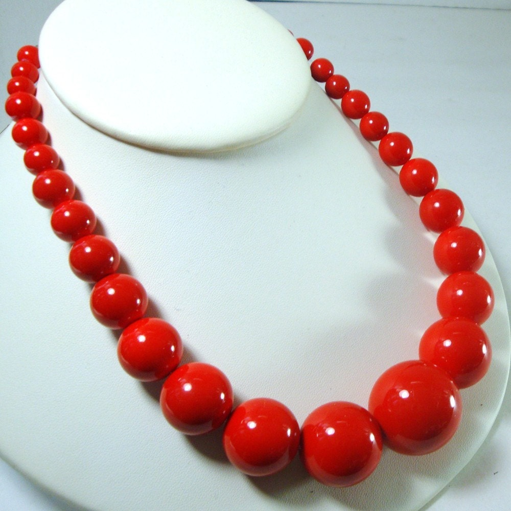 Necklace Beads: Vintage Spunky Red Bead Necklace 1960s Restrung With