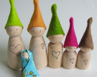 Waldorf toy - Tiny wood waldorf elf by FeeVertelaine