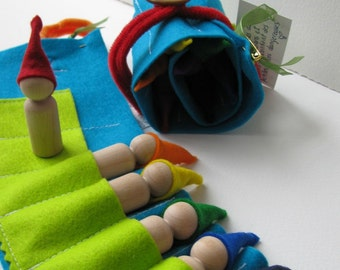 Waldorf toys  - Travelling roll-up rainbow gnome - FeeVertelaine-