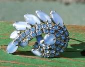 Vintage Brooch Pin  . Blue Glass Rhinestones . Pin .